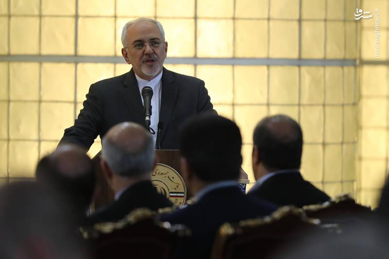 روحانی: شکلگیری تولید جهانی در سایه اعتماد و ارتباط نزدیکتر کشورهای جهان و در قوانین و مقررات بینالمللی شکل گرفت.