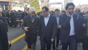 عکس/ وزیر بهداشت در راهپیمایی یوم الله ۲۲ بهمن