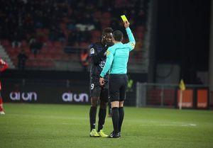 جریمه ستاره فوتبال به خاطر اعتراض به نژادپرستی