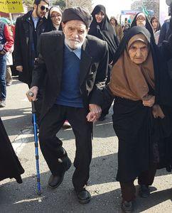 عکس/ راهپیمایی عاشقانه زوج تهرانی