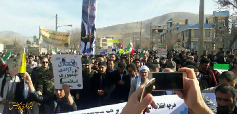 راهپیمایی 22 بهمن در روستای زلزلهزده ثلاث باباجانی