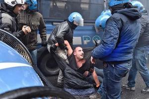 فیلم/ کتککاری پلیس ایتالیا با معترضان