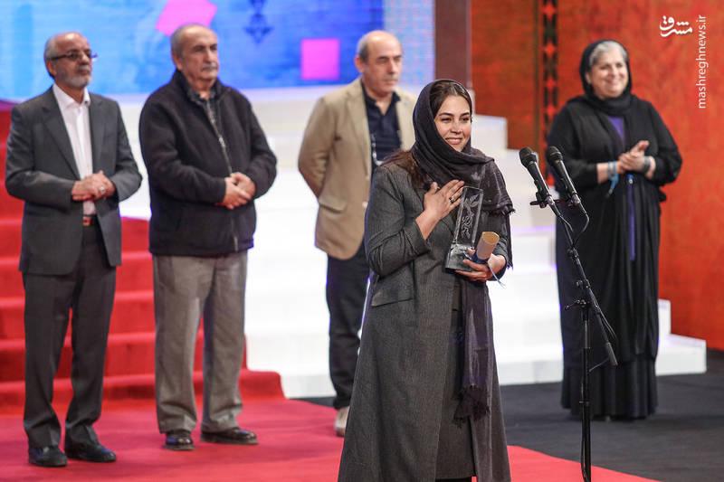 سیمرغ بلورین بهترین طراحی لباس اهدا شد به :سارا خالدی زاده برای فیلم بمب یک عاشقانه