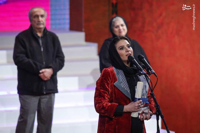 سیمرغ بلورین بهترین نقش مکمل زن اهدا شد به: سحر دولتشاهی برای چهارراه استانبول و عرق سرد