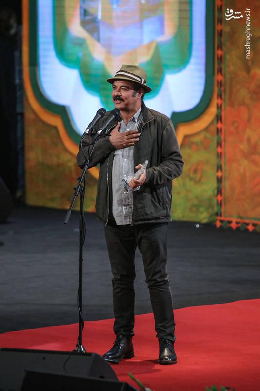کامبوزیا پرتوی پس از دریافت سیمرغ بلورین بهترین فیلمنامه برای فیلم کامیون، آن را به سعید آقاخانی تقدیم کرد