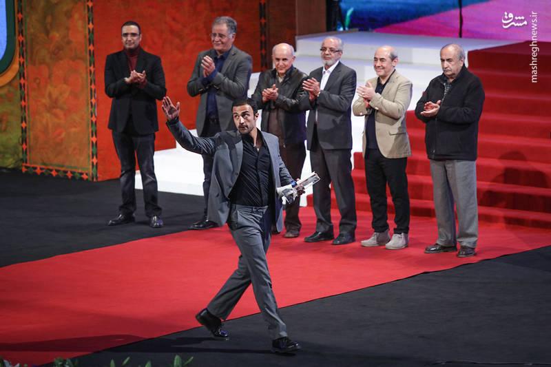 سیمرغ بلورین بهترین بازیگر نقش اول مرد اهدا شد به : امیر جدیدی برای فیلم های تنگه ابوقریب و عرق سرد