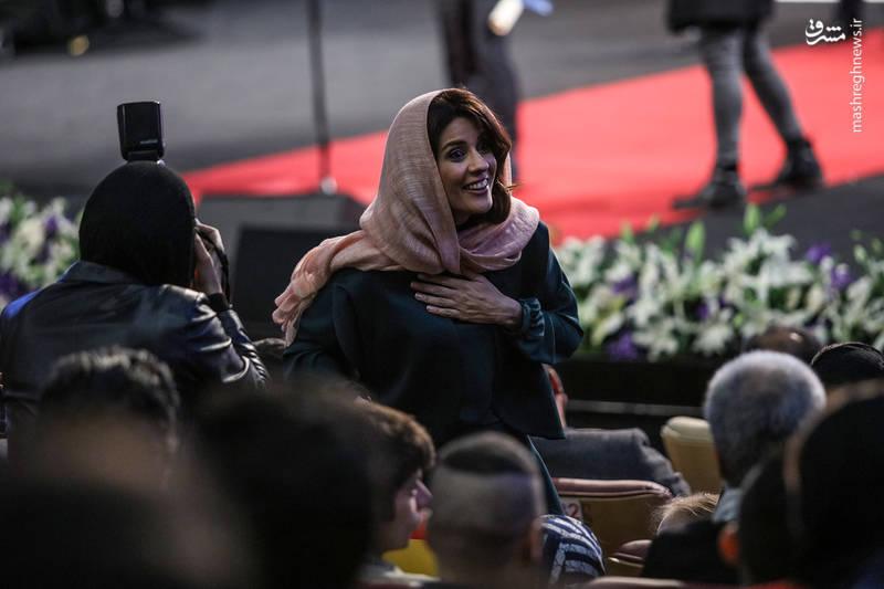 سارا بهرامی پس از شنیدن دریافت سیمرغ بهترین بازیگر نقش اول زن در سی و ششمین جشنواره فیلم فجر
