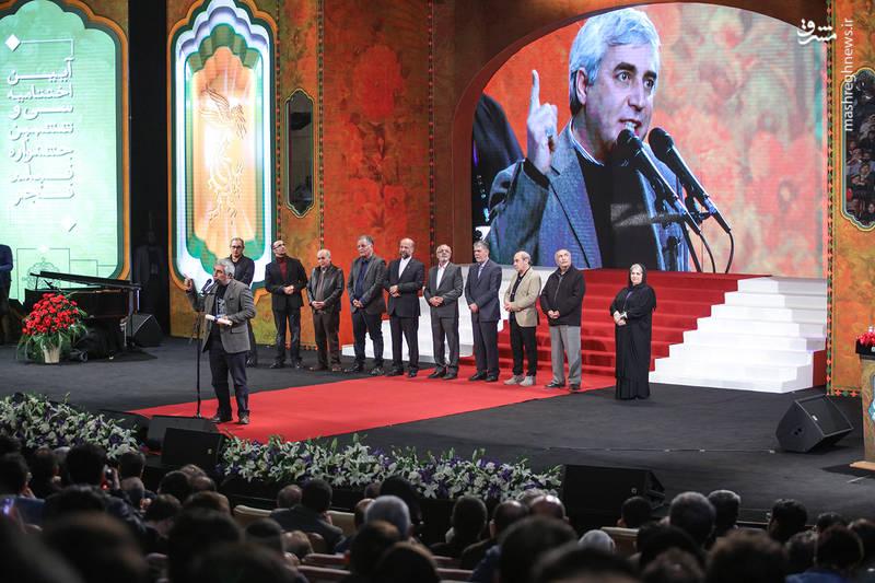 سخنرانی اعتراضی ابراهیم حاتمی کیا (کارگردان) نسبت به واژه سازی ها و جشنواره در آیین اختتامیه سی و ششمین جشنواره فیلم فجر