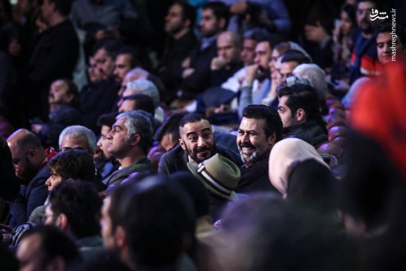 فرهاد اصلانی و نوید محمدزاده (بازیگر) در آیین اختتامیه سی و ششمین جشنواره فیلم فجر