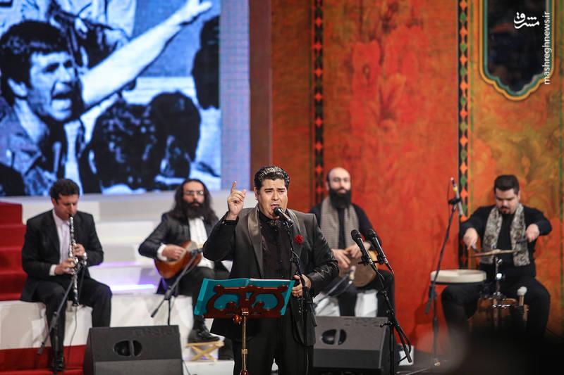 اجرای موسیقی توسط سالار عقیلی در آیین اختتامیه سی و ششمین جشنواره فیلم فجر