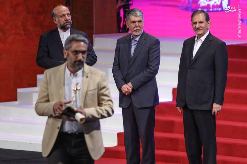 اسحاق جهانگیری (معاون اول رئیس جمهور)، سیدعباس صالحی (ویزر ارشاد)، محمدمهدی حیدیان (رئیس سازمان سینمایی) در آیین اختتامیه سی و ششمین جشنواره فیلم فجر
