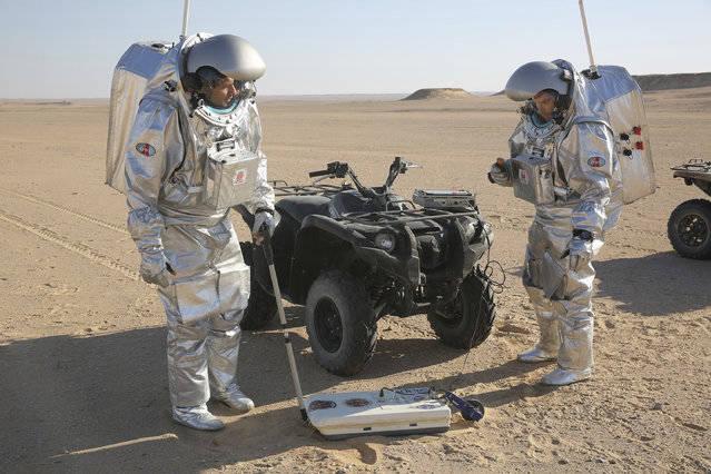 تاکنون بیش از ۲۰۰ دانشمند از ۲۵ کشور در صحرای ظفار دست به آزمایش آخرین فناوریهایی زدهاند که هدف از آنها امکان اسکان بشر در سیاره سرخ در سالهای آتی است.