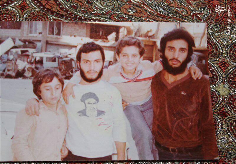 تصویری از امام خميني (ره) روی لباس شهیدمغنیه