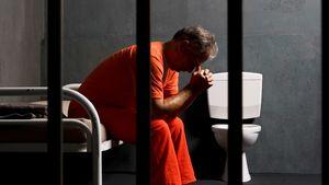 خودکشی نمایه در زندان