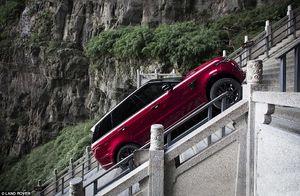 فیلم/ بالا رفتن از 1000 پله دروازه بهشت با رنج رود هیبریدی