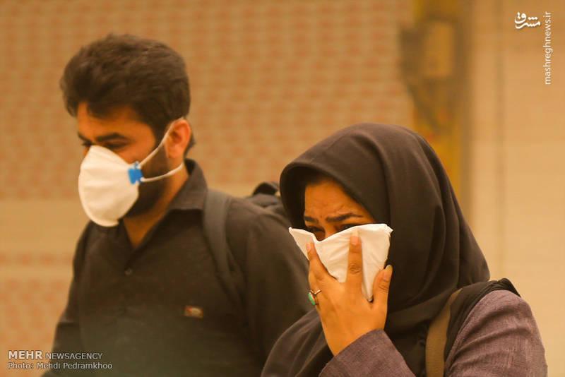 میزان گرد و غبار در آسمان اهواز در ساعت ۱۲ ظهر روز سه شنبه به هشت هزار و ۶۰۰ میکروگرم بر مترمکعب رسیده است.