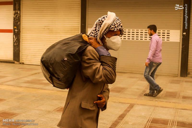 مدیرکل هواشناسی خوزستان گفت: در حال حاضر پدیده ریزگردها، علاوه بر اهواز شهرهای ماهشهر، بستان و شادگان را نیز فرا گرفته و دید افقی در این شهرها بین ۵۰۰ تا ۱۰۰۰ متر گزارش شده است.