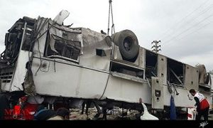 ۱۳ کشته و مجروح در حادثه سقوط اتوبوس به دره,