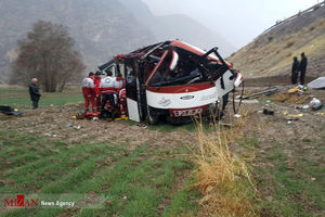 عکس/ سقوط مرگبار اتوبوس به دره,