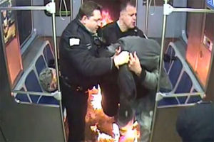 فیلم/ خشونت پلیس شیکاگو حادثه آفرید