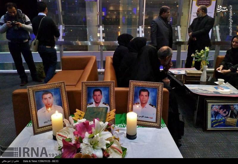 مراسم ورود سه تن از شهدای حادثه کشتی سانچی از ساعات ابتدایی صبح امروز در فرودگاه امام خمینی(ره) برگزار شد.
