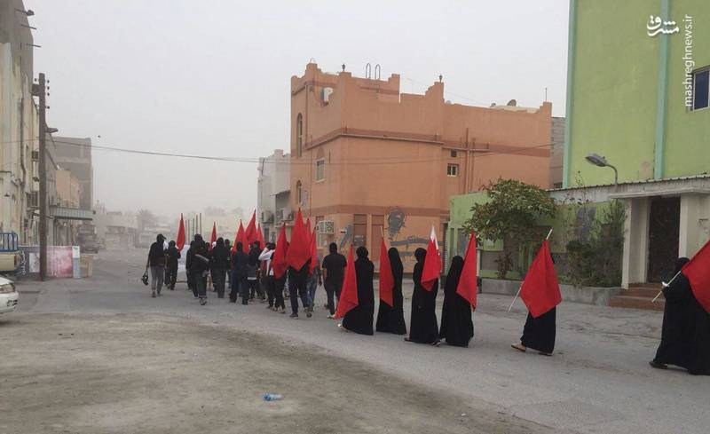 شهروندان بحرینی با برگزاری راهپیمایی و تظاهرات در مناطق مختلف، به فراخوان علمای این کشور لبیک گفتند و تاکید کردند که انقلاب آن ها تا تحقق کامل خواسته هایشان ادامه دارد