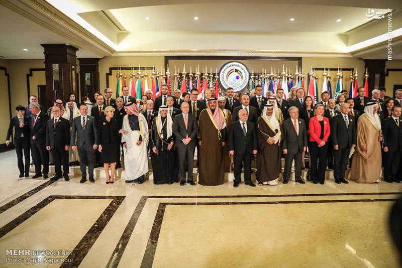 عکس یادگاری شرکت کنندگان در کنفرانس بینالمللی بازسازی عراق در کویت