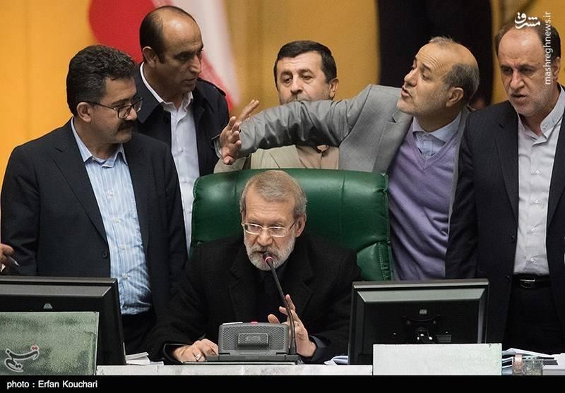 جلسه علنی نوبت عصر مجلس شورای اسلامی از دقایقی پیش به ریاست علی لاریجانی رئیس مجلس آغاز شد.
