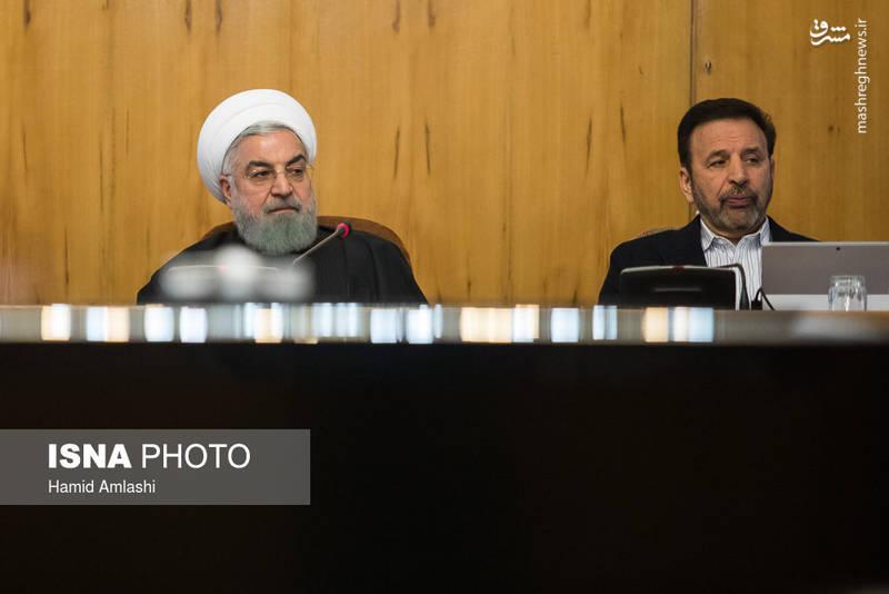 محمود واعظی رئیس دفتر رئیس جمهور در کنار حسن روحانی رئیس جمهوری ایران