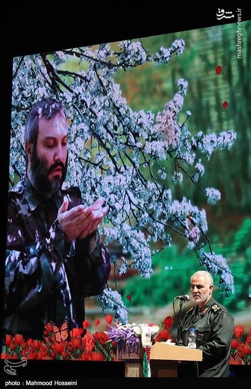 پدر عماد مغنیه، «شیخ جواد مغنیه» از علمای برجسته شیعه لبنان بود.