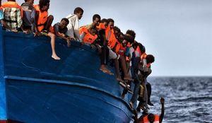 کشتی حامل 80 مهاجر غیر قانونی غرق شد