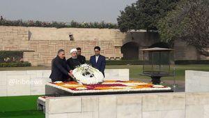 عکس/ ادای احترام روحانی به گاندی