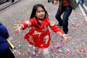 فیلم/ لحظه نجات کودک چینی از مرگ!