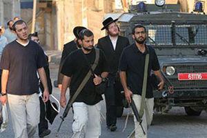 فیلم/ حمله وحشیانه مهاجران صهیونیست به نوجوان فلسطینی