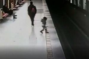 فیلم/ نجات کودکی که روی ریل قطار سقوط کرد