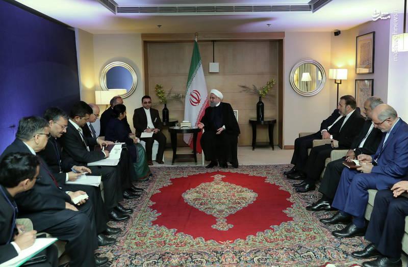 حسن روحانی: ایران و هندوستان در حوزه های انرژی، حمل و نقل، معدن، صنعت و فناوری های نوین می توانند همکاریهای خود را توسعه دهند و تهران با ارائه تسهیلات به شرکتهای هندی، از حضور فعالتر آنها در بازارهای ایران استقبال میکند.