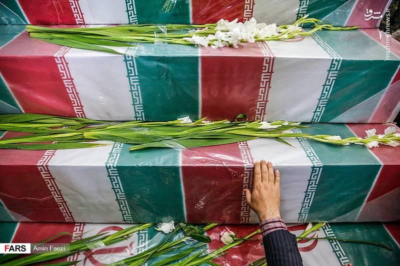 تابوت پیکرهای مطهر 24 شهید دفاع مقدس در شیراز