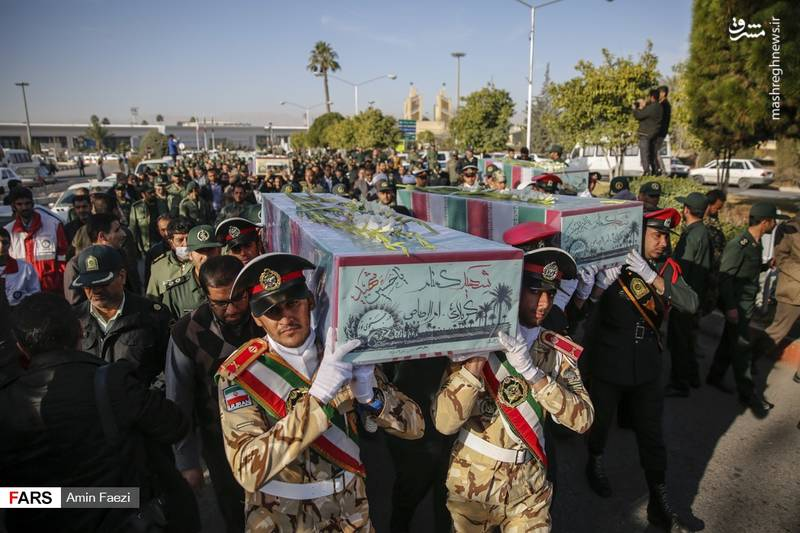 پیکرهای مطهر 24 شهید دفاع مقدس بر روی دستان مردم شیراز