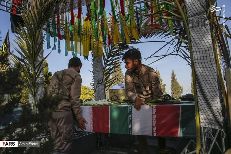 پیکرهای مطهر 24 شهید مقدس وارد شیراز شد.