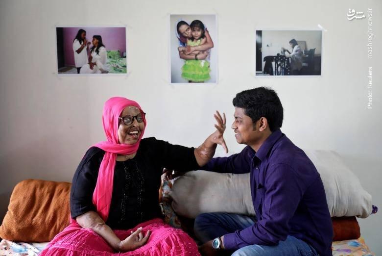 دیدار مسئولان یک سازمان مردمنهاد و حامی قربانیان اسیدپاشی از پرامودینی، زن هندی که قربانی این اقدام ناجوانمردانه شده است.
