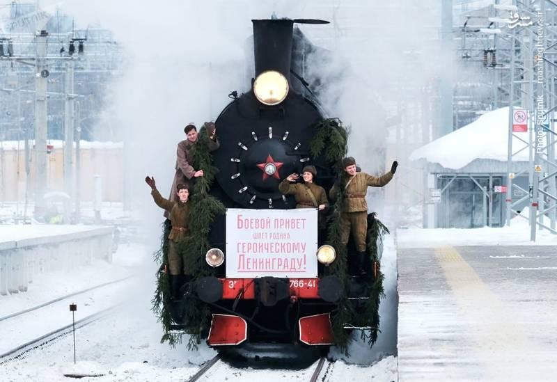 بازسازی تصویری از 75 سال پیش، زمانی که پس از شکست محاصره لنینگراد سربازان روس به شهر وارد شدند.