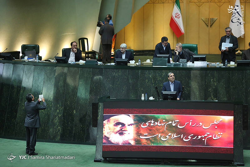 نماینده مردم رشت در تذکری به رئیسجمهور عنوان کرد که چرا در سخنرانی 22 بهمن به جای تقدیر و تشکر از وحدت مردم مسیر تفرقه را پیش گرفتید.