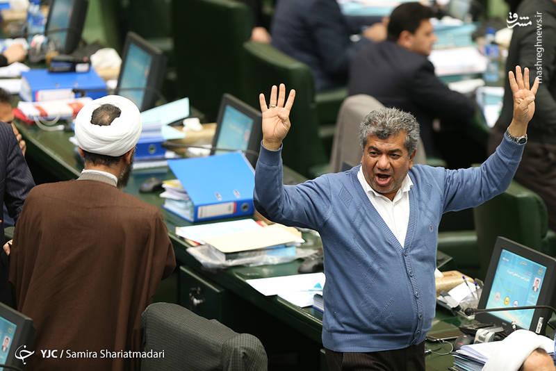 محمدحسین قربانی نماینده مردم آستانه اشرفیه در تذکری به وزیر اقتصاد خواستار مدیریت بازار ارز که امروز باعث بیثباتی در بازار شده است، شد.