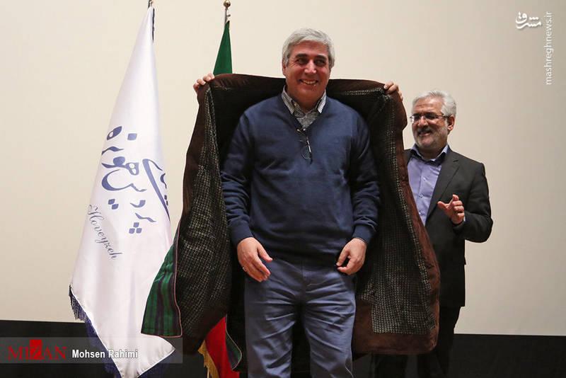 عکس/ تقدیر خانواده شهدای مدافع حرم از حاتمی کیا