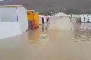 فیلم/ زلزله زدگان سرپل ذهاب اسیر سیلاب شدند