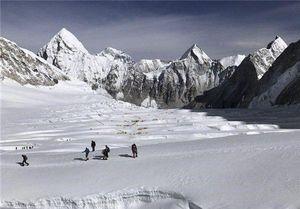 ادامه عملیات کوهنوردان حرفهای در محل سقوط هواپیما