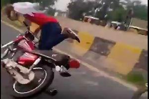 فیلم/ عاقبت تکچرخ زدن با موتور!