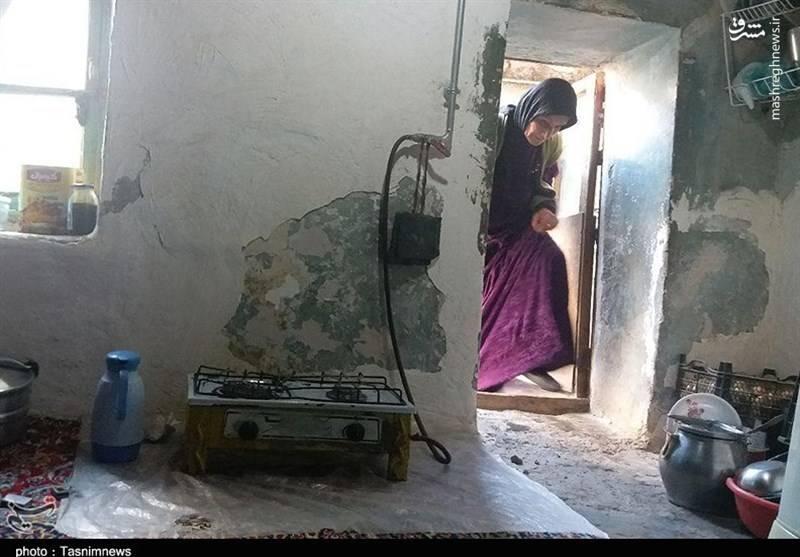 روایتی غمناک از زندگی یک خانواده ۱۰ نفره در خانه ای کاه گلی  +عکس