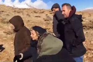 فیلم/ حضور خانواده سرنشینان هواپیما در ارتفاعات دنا