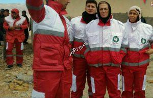 عکس/ حضور خواهران منصوریان در کنار امدادگران